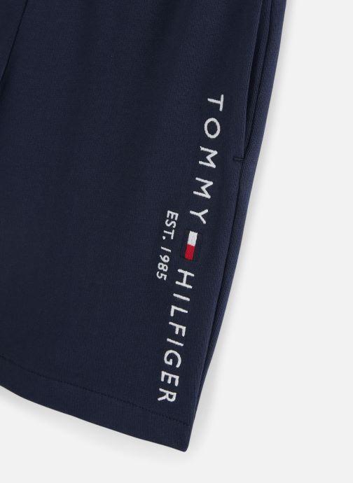 Vêtements Tommy Hilfiger Bermuda  Essential Sweatshort Bleu vue portées chaussures