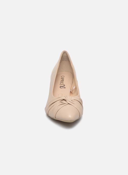 Zapatos de tacón Caprice Tiare Beige vista del modelo