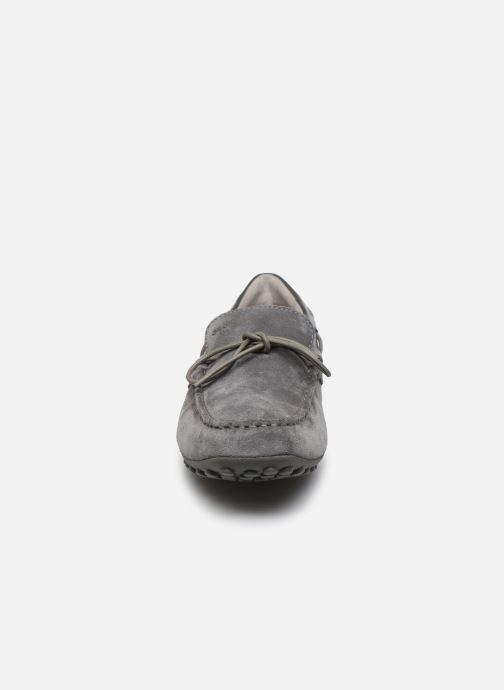 Mocassins Geox UOMO SNAKE MOCASSINO Gris vue portées chaussures