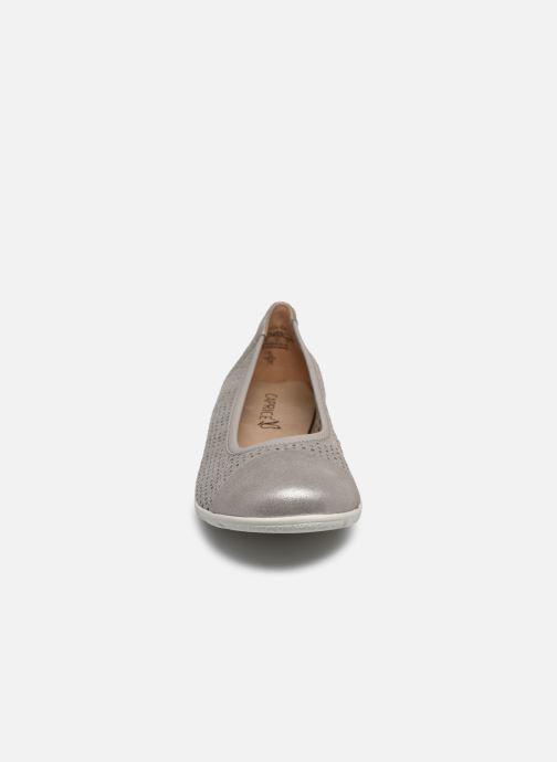 Ballerines Caprice Brigita Argent vue portées chaussures