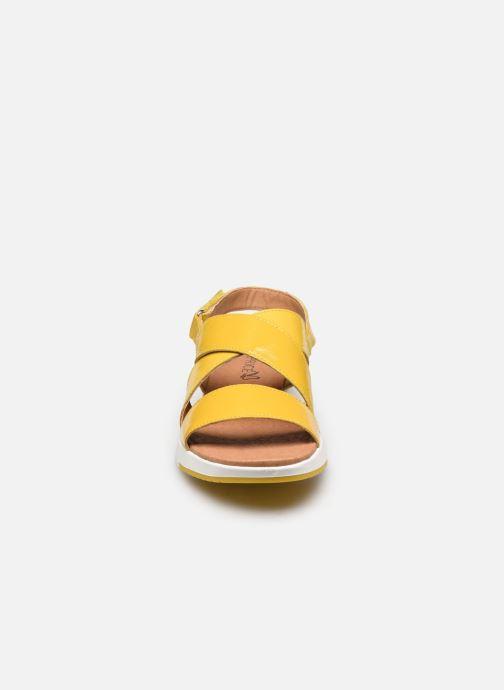 Sandali e scarpe aperte Caprice Noor Giallo modello indossato