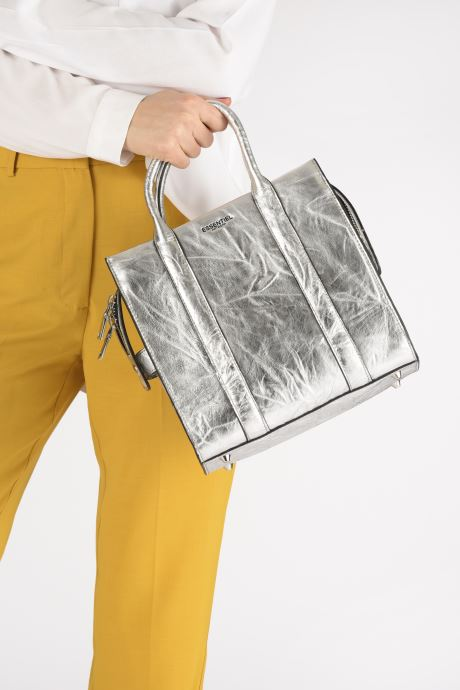 Sacs à main Essentiel Antwerp Vicaro Leather Shoulderbag Argent vue bas / vue portée sac