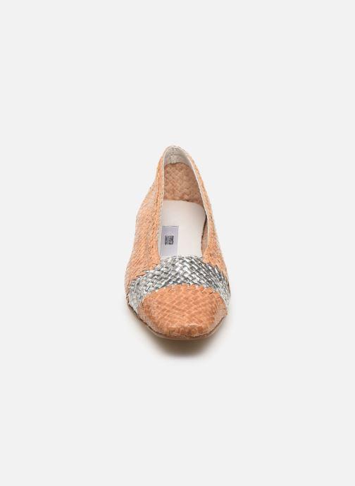Zapatos de tacón Miista Eivissa Beige vista del modelo