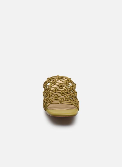 Mules et sabots E8 by Miista Leinani Vert vue portées chaussures