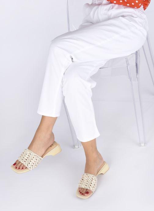 Clogs & Pantoletten E8 by Miista Paula beige ansicht von unten / tasche getragen
