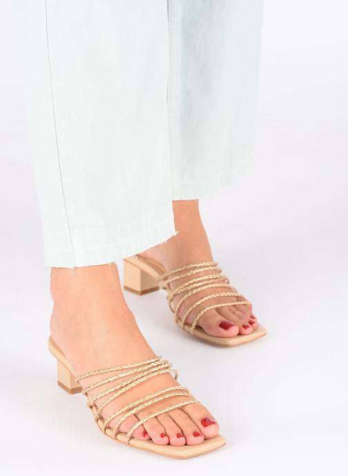 Clogs & Pantoletten E8 by Miista Nahla beige ansicht von unten / tasche getragen