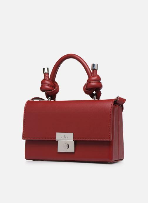 Borse Behno Mary Bag Mini Nappa Bordò modello indossato