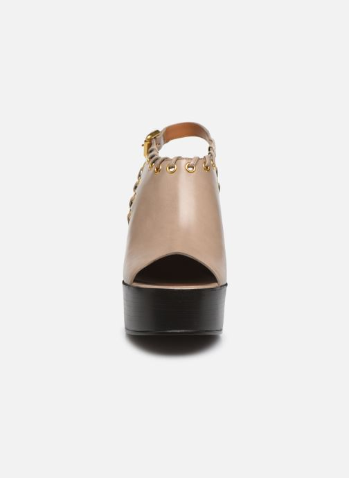 Sandali e scarpe aperte See by Chloé Helen Eva Beige modello indossato