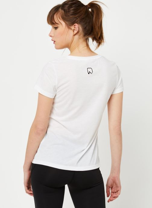 Vêtements Only Play Onpperformance Athl V-Neck Ss Tee Blanc vue portées chaussures