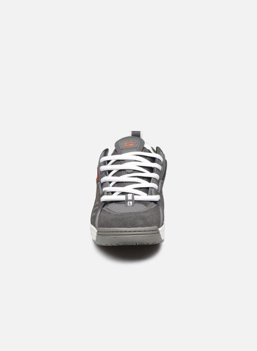 Baskets Globe CT-IV C Gris vue portées chaussures