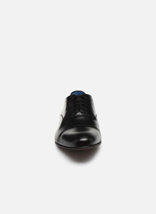 Scarpe con lacci Azzaro CIPRIAN Nero modello indossato