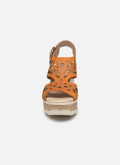 Sandales et nu-pieds Dorking Evan D8167 Marron vue portées chaussures