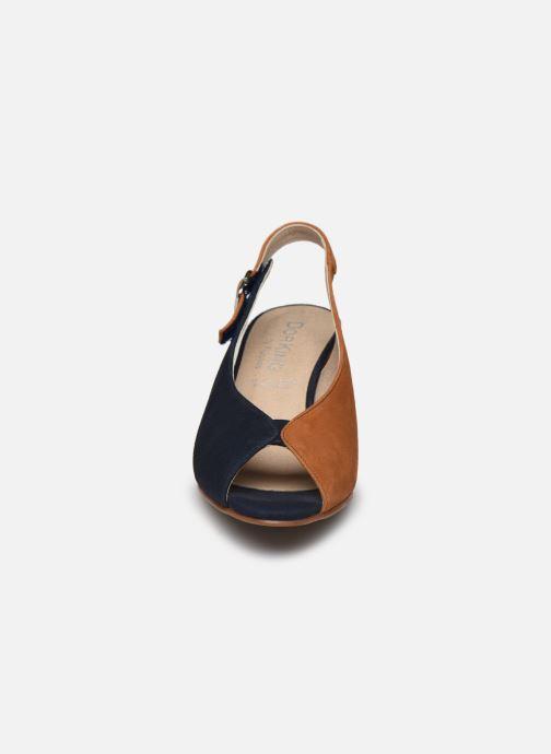 Sandales et nu-pieds Dorking Xia D8213 Bleu vue portées chaussures