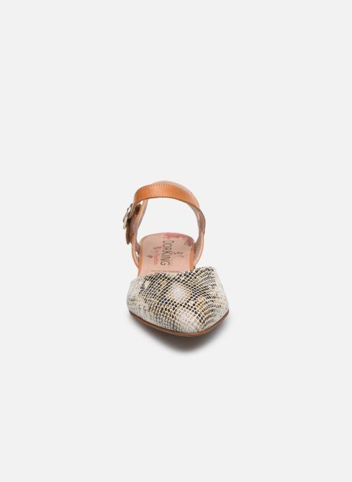 Sandales et nu-pieds Dorking Sun 8135 Beige vue portées chaussures