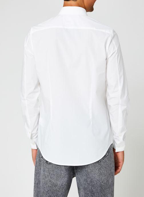 Vêtements Calvin Klein Jeans Ck Chest Logo Slim Stretch Shirt Blanc vue portées chaussures