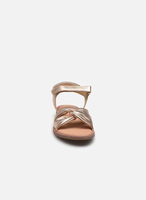 Sandales et nu-pieds Mod8 Patayana Argent vue portées chaussures