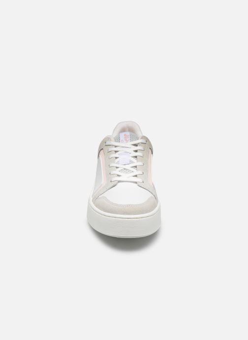 Baskets Levi's Mullet S 2.0 Blanc vue portées chaussures