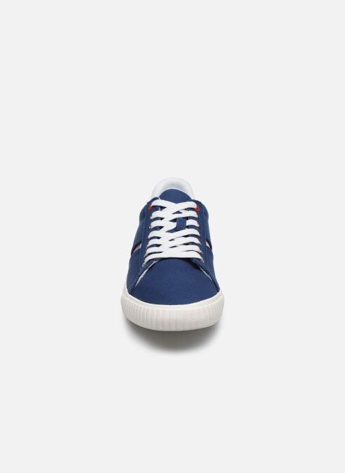 Deportivas Levi's Skinner New Azul vista del modelo