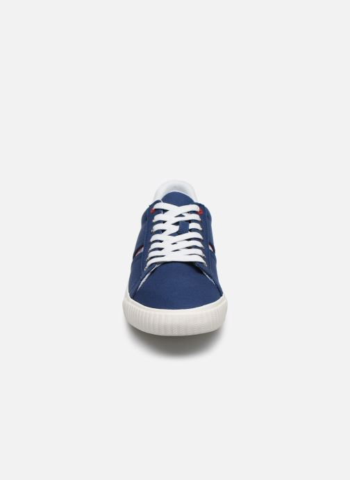 Baskets Levi's Skinner New Bleu vue portées chaussures