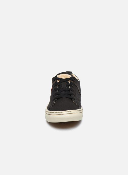Sneakers Levi's Sherwood Low Nero modello indossato