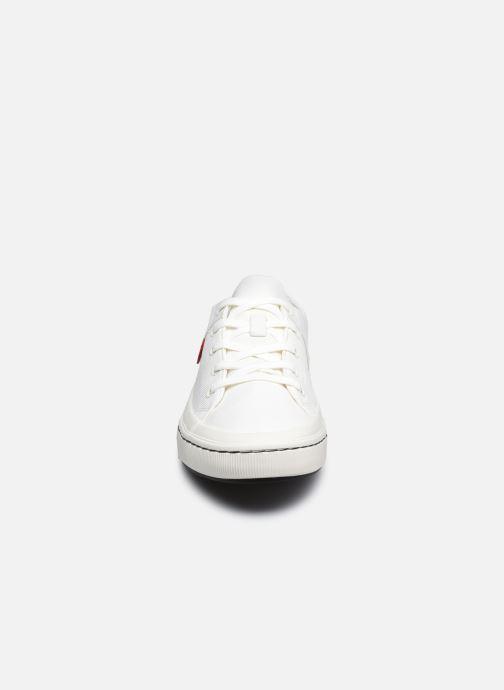 Baskets Levi's Sherwood Low Blanc vue portées chaussures