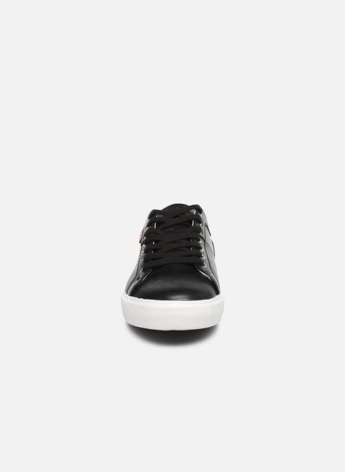 Baskets Levi's Woodward Noir vue portées chaussures