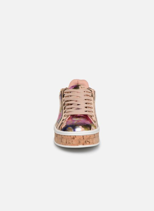 Baskets Bullboxer 209001F5S Beige vue portées chaussures
