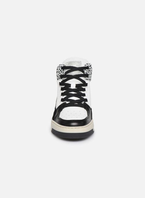 Baskets Bullboxer 341500E6L Noir vue portées chaussures