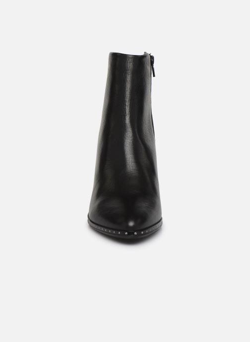 Bottines et boots Bullboxer 453516E6L Noir vue portées chaussures