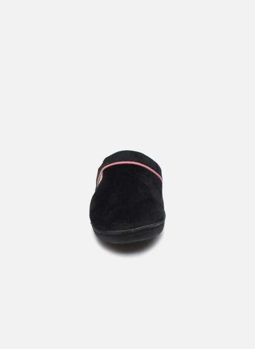 Pantuflas Dim D Taifac C Negro vista del modelo