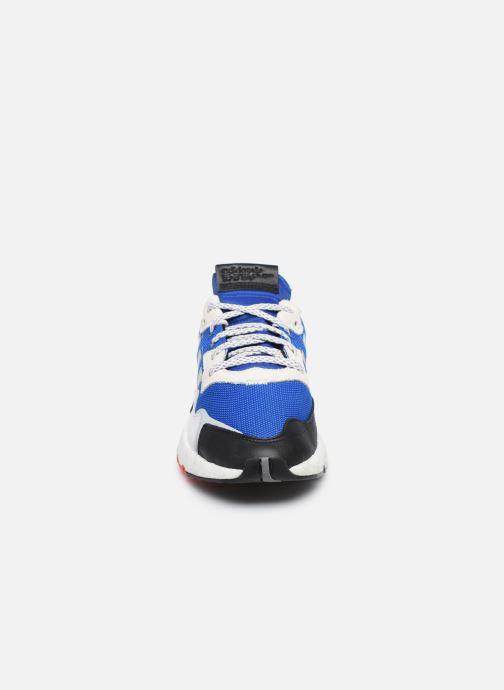 Sneakers adidas originals Nite Jogger M Azzurro modello indossato