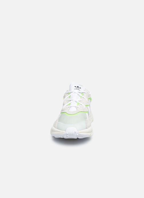 Baskets adidas originals Ozweego Vert vue portées chaussures