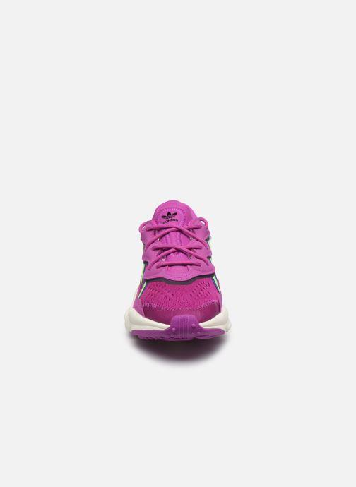 Sneakers adidas originals Ozweego W Rosa modello indossato