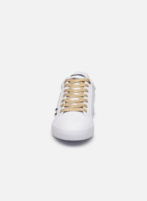Baskets Guess PRYDE Blanc vue portées chaussures