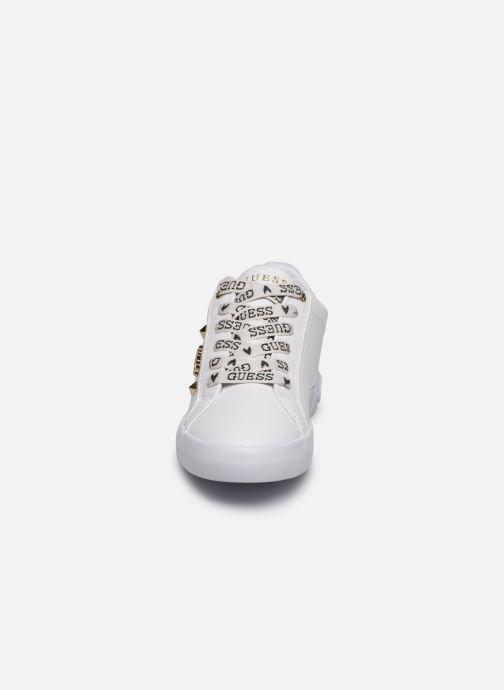 Baskets Guess PUXLY Blanc vue portées chaussures
