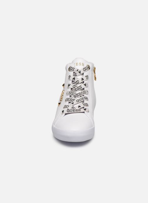 Baskets Guess PORTLY Blanc vue portées chaussures