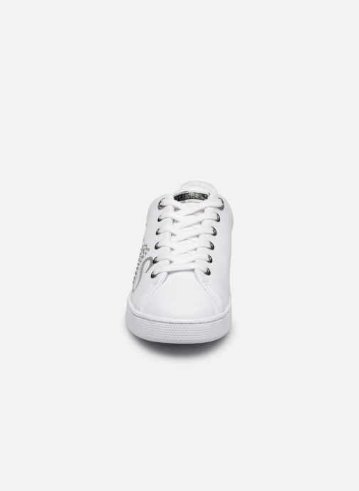 Baskets Guess RIDERR Blanc vue portées chaussures