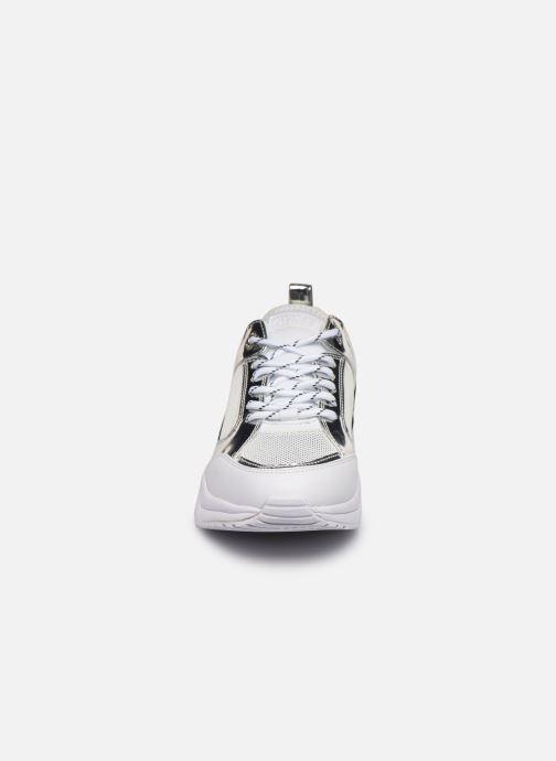 Baskets Guess BREETA Blanc vue portées chaussures