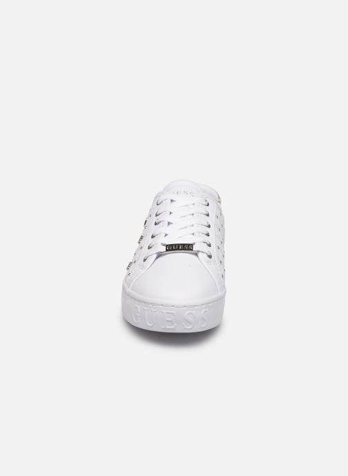 Baskets Guess GLADISS Blanc vue portées chaussures