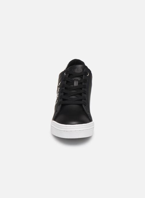 Baskets Guess FAYNE Noir vue portées chaussures