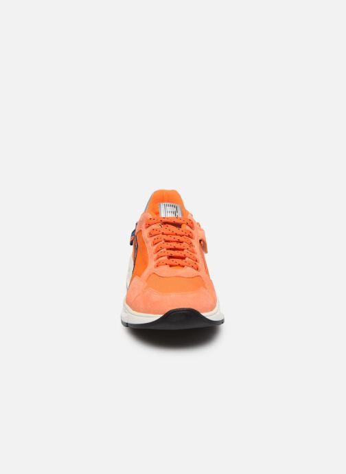 Sneakers Romagnoli Baskets 5530 Arancione modello indossato