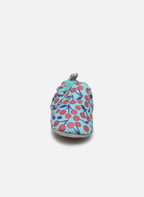 Pantuflas Poco Nido Cherries Turquoise Mini Shoe Azul vista del modelo