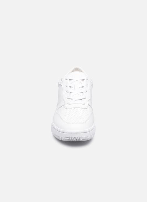 Sneakers Clae Malone W Bianco modello indossato