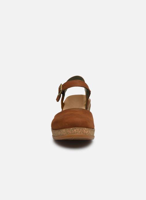 Sandales et nu-pieds El Naturalista Leaves 5001 Marron vue portées chaussures