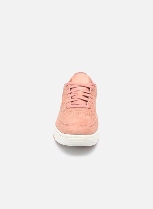 Sneakers Reebok Club C Double Rosa modello indossato