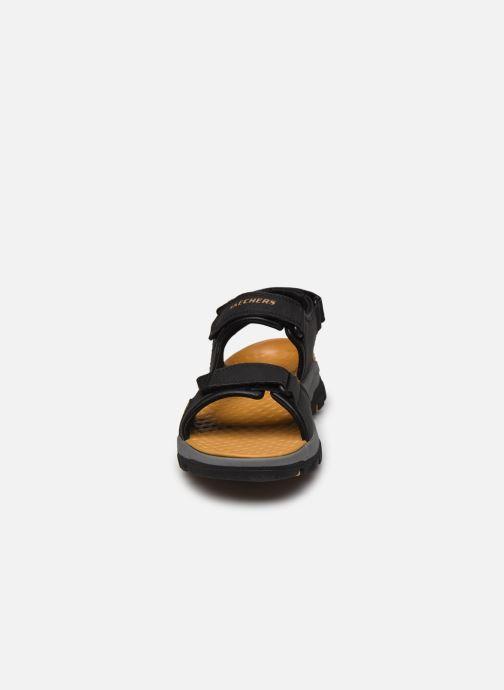 Sandali e scarpe aperte Skechers Treshmen Hirano Nero modello indossato