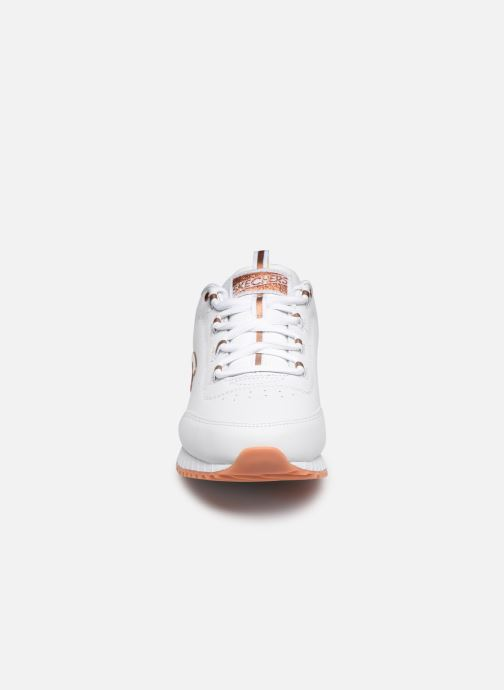 Baskets Skechers SUNLITE DELIGHTFULLY OG Blanc vue portées chaussures