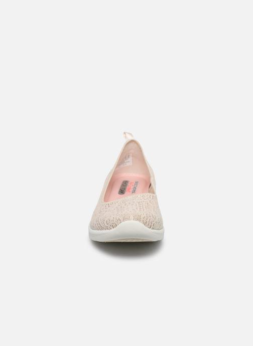 Hausschuhe Skechers ARYA AIRY DAYS beige schuhe getragen