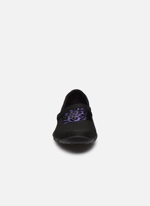 Hausschuhe Skechers BREATHE-EASY LOVE TOO schwarz schuhe getragen