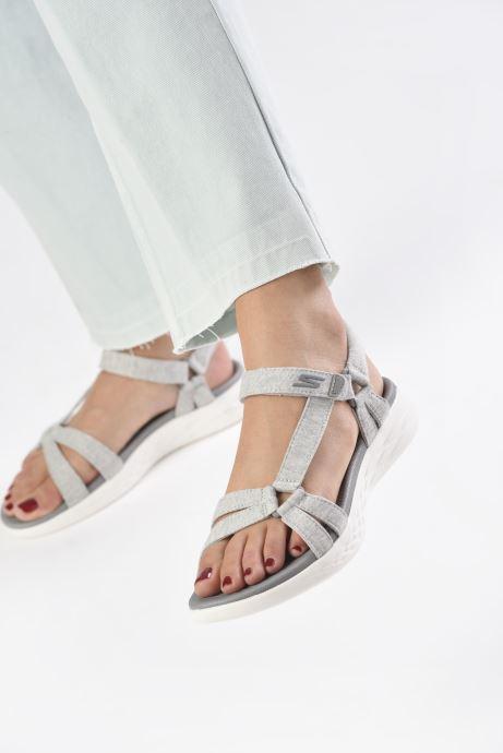 Sandalen Skechers ON-THE-GO 600 grau ansicht von unten / tasche getragen